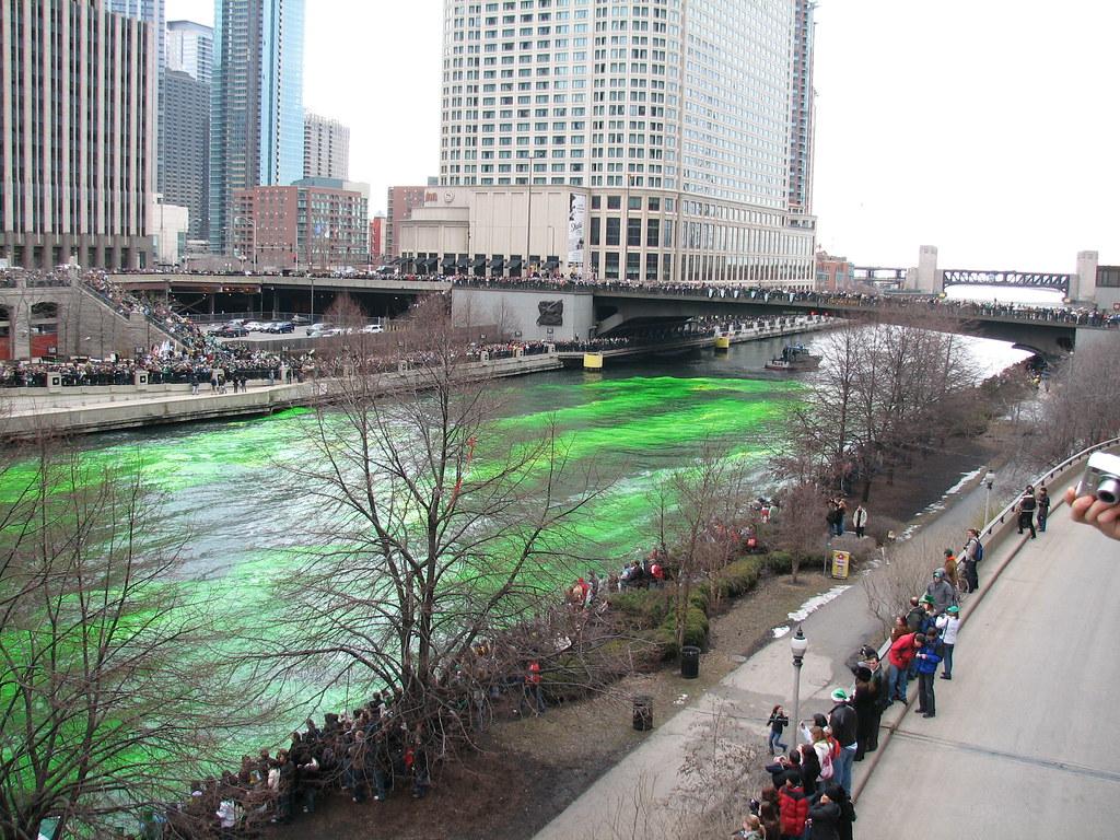 США. День святого Патрика в Чикаго