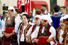 Дети из Македонии в национальных костюмах