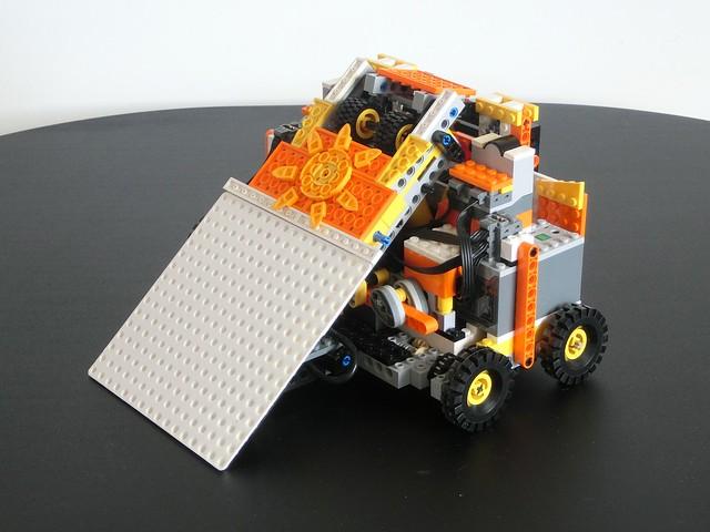 Sunny Side Up - LEGO Pneumatic Flipper (Robot Wars)