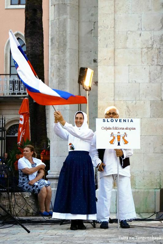 Представители Словении на фольклорном фестивале в Херцег Нови