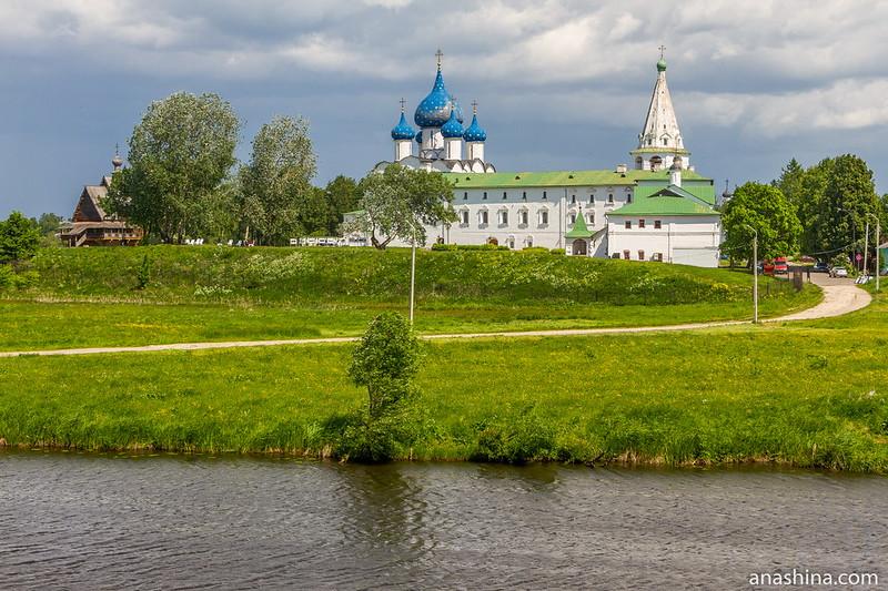 Река Каменка и Суздальский кремль