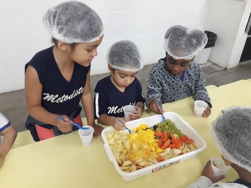 Atividade com salada de frutas - Turmas do Pré - Colégio Metodista Rib. Preto - 2018