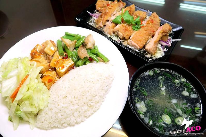 海南雞飯三重便當簡餐IMG_6588_Fotor.jpg