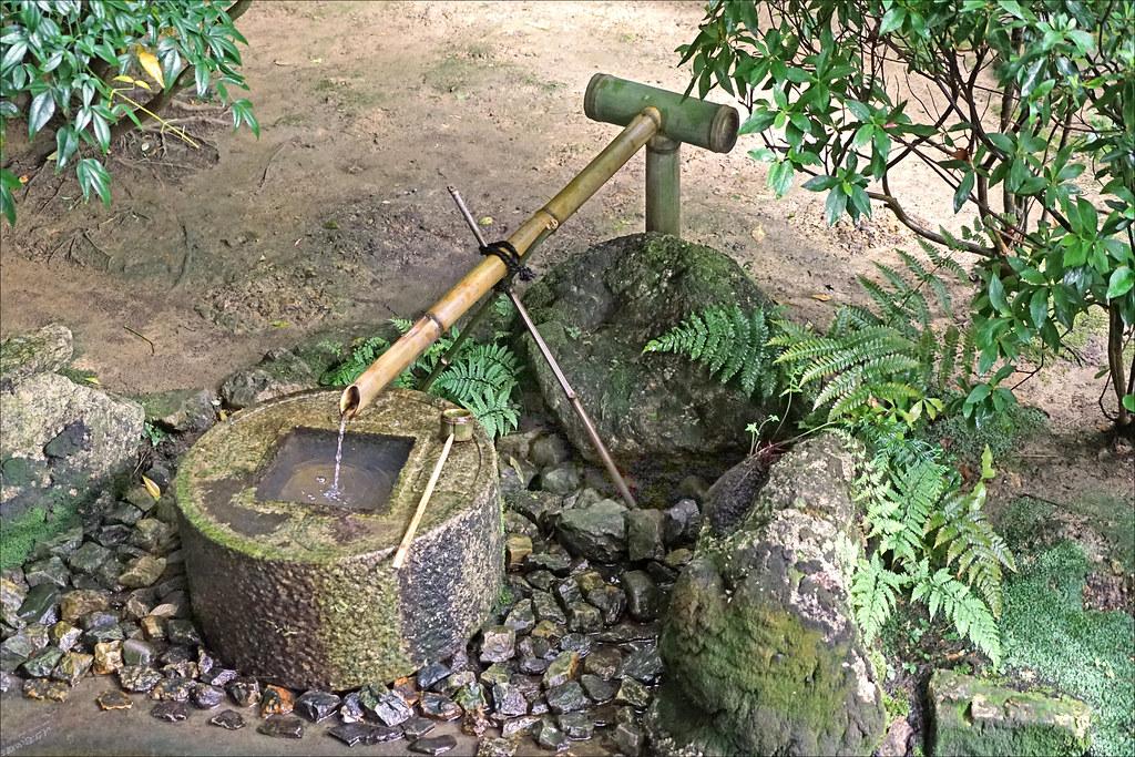 Le Bassin Pour Les Ablutions Dans Le Jardin Zen Du Temple Flickr