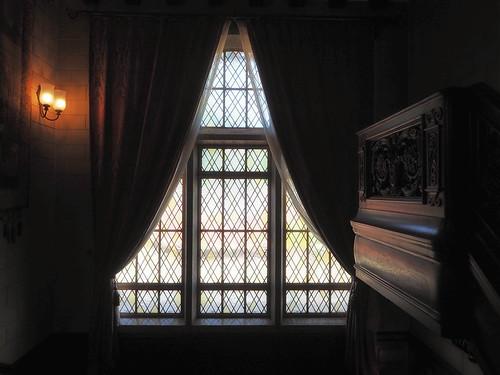 近代建築・旧乾邸窓ガラス
