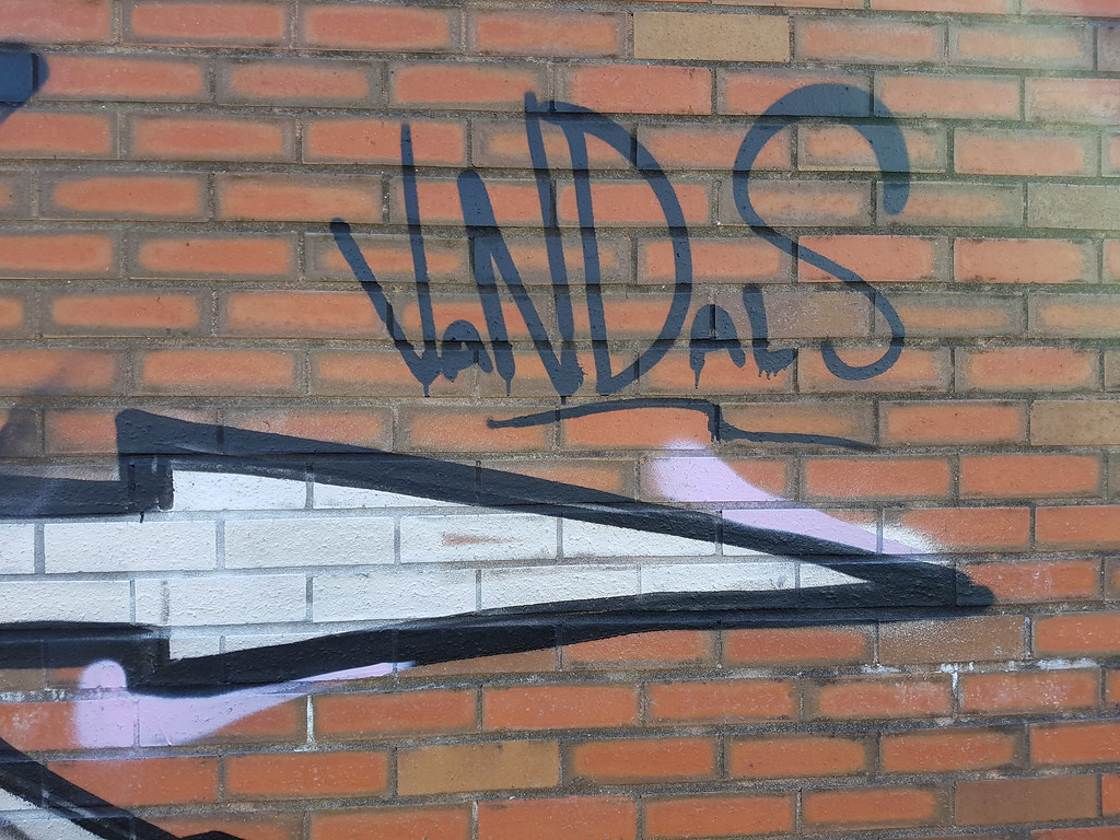 Street art/graffiti Cardiff Bay