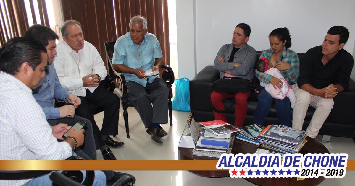 Alcalde de Chone y comité de reconstrucción atienden pedido de Eloy Alfaro