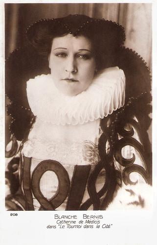 Blanche Bernis in Le tournoi dans la cité (1928)