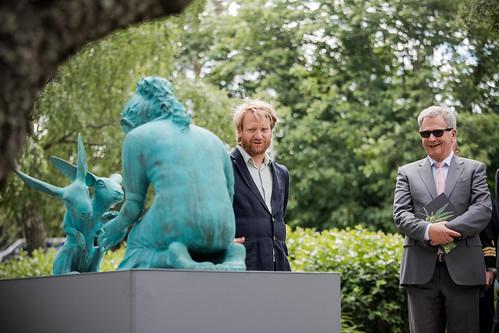 Tasavallan presidentti Sauli Niinistö avasi Kultarannan veistosnäyttelyn 12. kesäkuuta 2018.