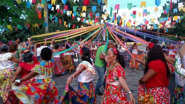 15.06.18 Festa junina - Comidas típicas, danças e brincadeiras juninas vão animar os idosos da Fundação Dr.Thomas.