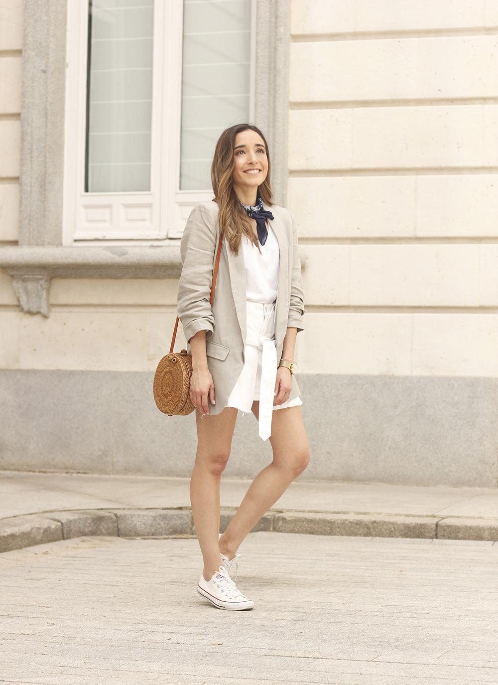 gray linen blazer blue bandana white converse bamboo bag street style oufit 201805