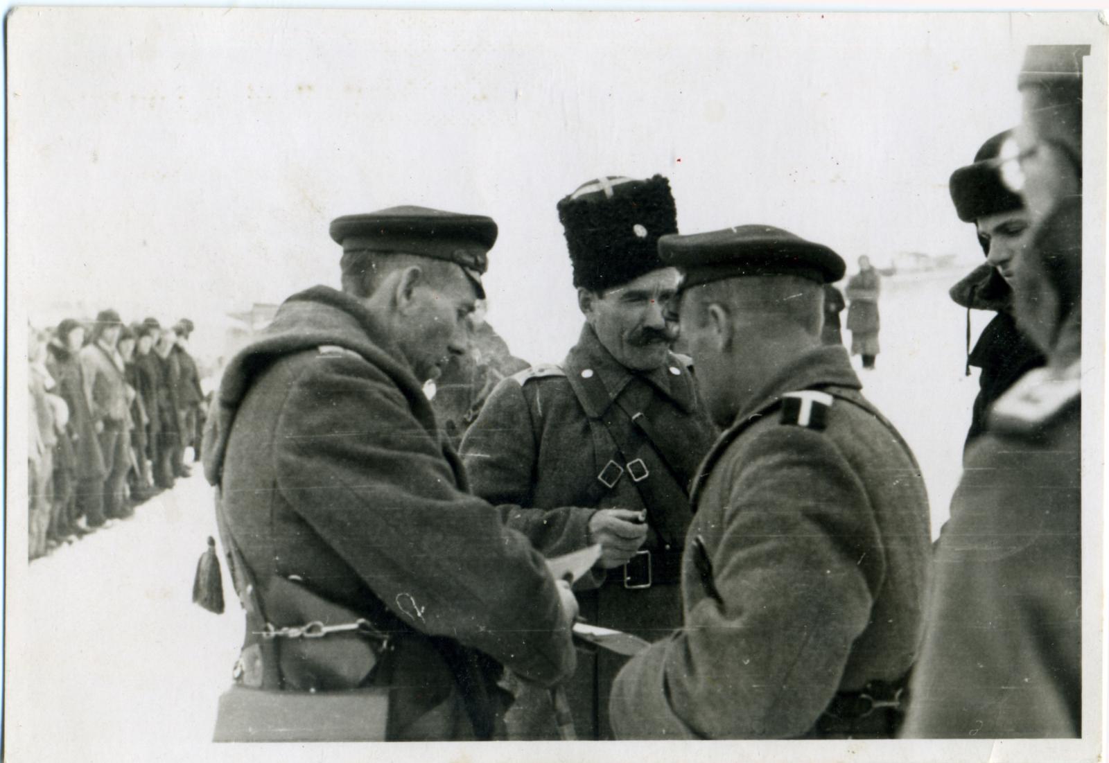 Командный состав 403-го казачьего кавалерийского дивизиона. Свердловск.