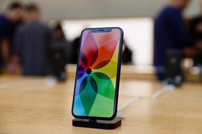 Apple cần Samsung để sản xuất iPhone không 'tai thỏ'