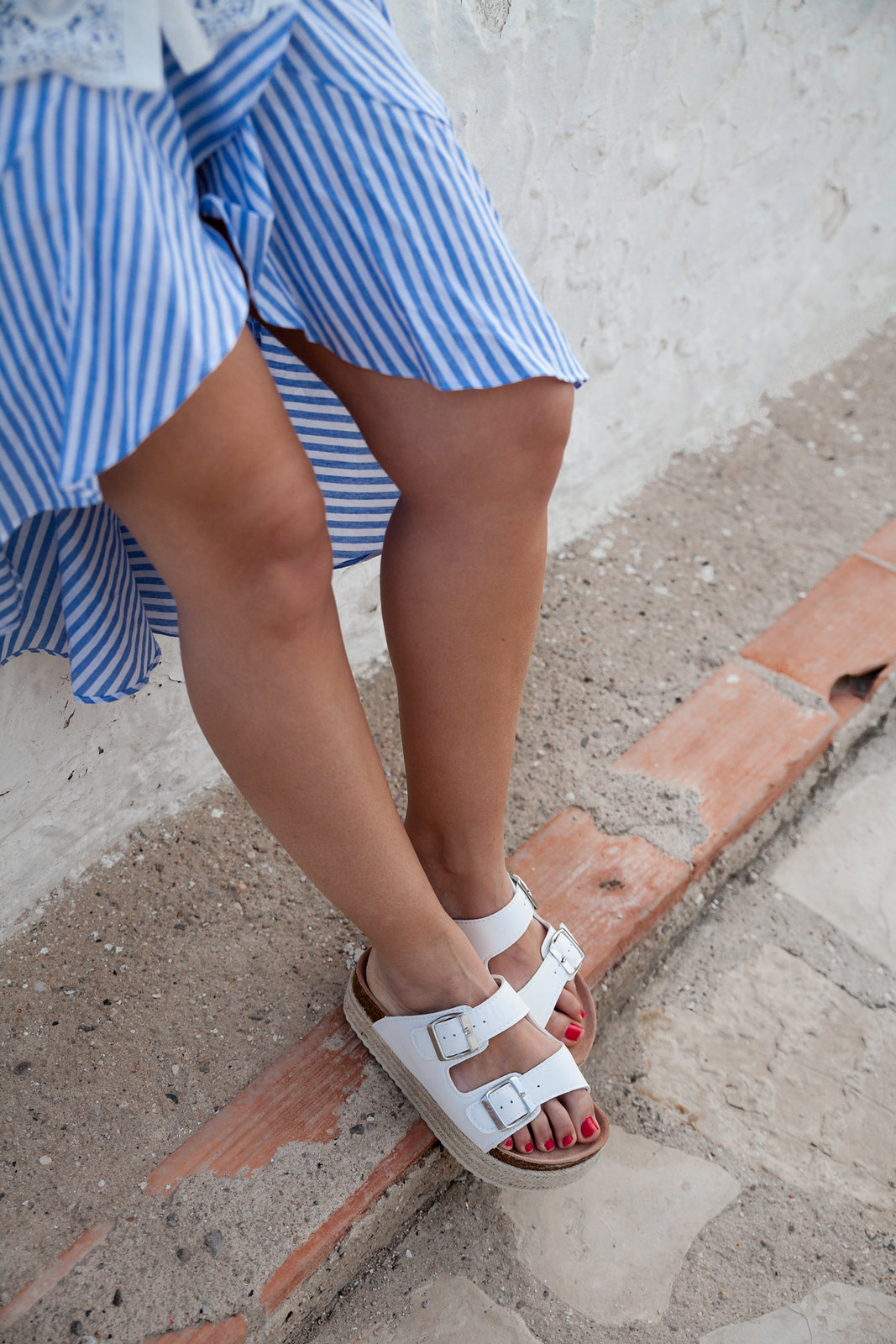 El look perfecto de verano para una Mediterranean Girl shoes xti summer alessandra ambrossio laura santolaria