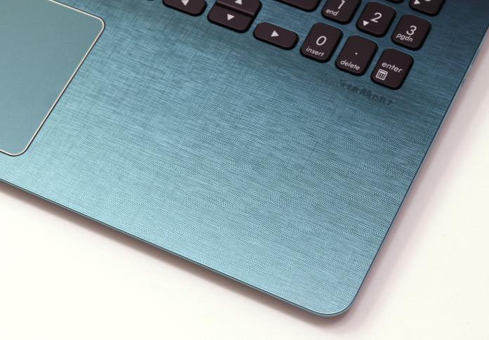 Asus VivoBook S14 S430 : Un milieu de gamme coloré et grand