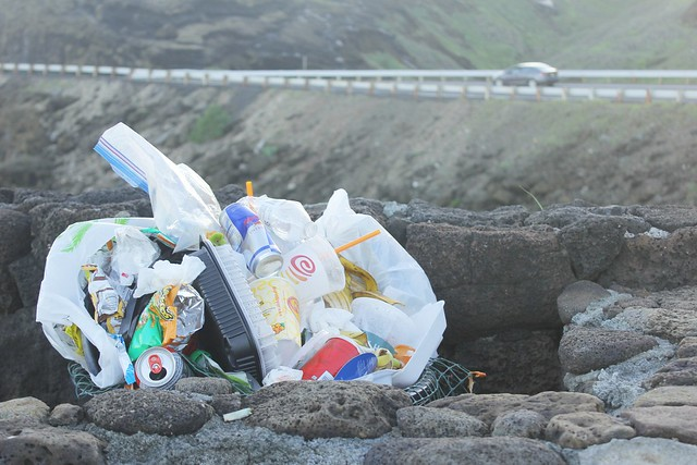 overflowing-trash-bin-oahu-hawaii-unseen-side-of-hawaii