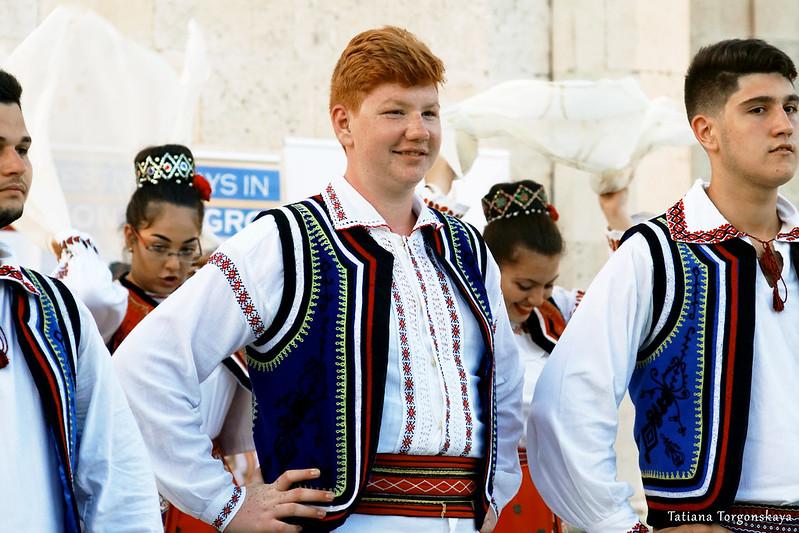 Фольклорная группа из Румынии во время выступления
