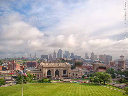 kc kcmo kansascity city urban morning fog clouds skyline kcskyline unionstation libertymemorial view may 2018 may2018 missouri usa