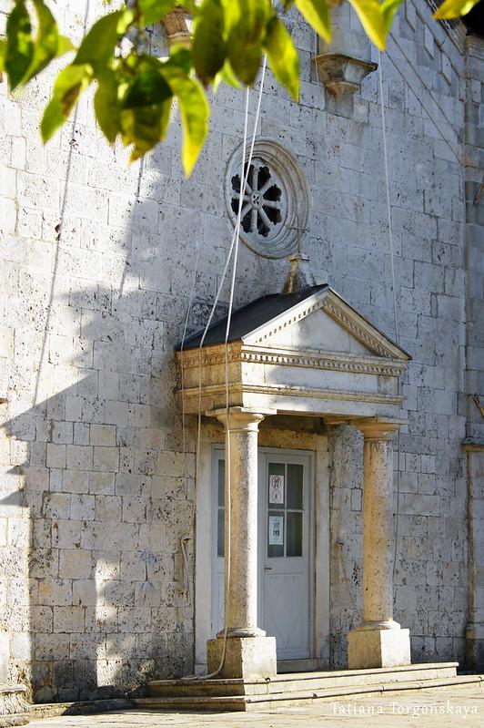 Вход в церковь Св. Спаса
