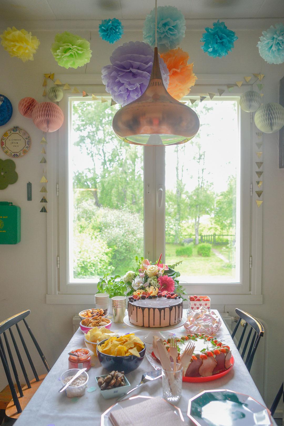 Birthday table is set!
