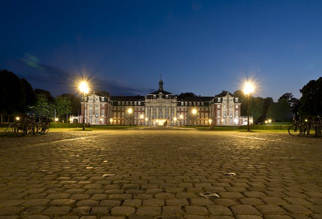 Schloss Münster in der blauen Stunde