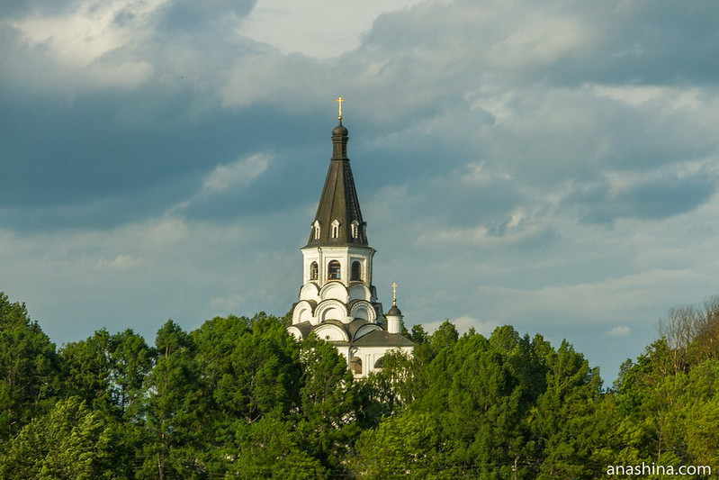 Распятская церковь-колокольня в Свято-Успенском женском монастыре (Александровская слобода)