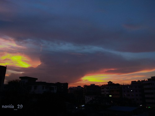 skylover sky skyphotography shadesofsky urban urbansky urbanphotography dhaka bangladesh skygrapher fire red amateurclick amateur amateurphotography evening eveningsun sunset eveningsky windowview clouds cloud dhakacity city mobilephotography mobileclick skyscrapper