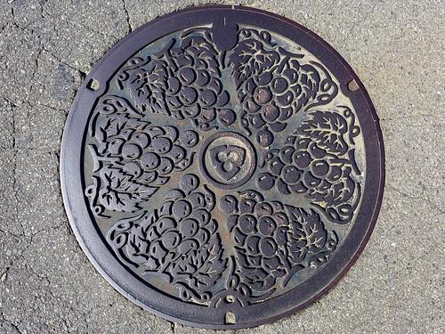 Katsunuma Yamanashi, manhole cover (山梨県勝沼市のマンホール)
