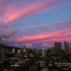 thanks for today❤︎hoping all our family and friends in Osaka & the surrounding areas will be safe throughout all the aftershocks ・ ・ ・ #地震 #大阪 #sunset #hawaii #earthquake #osaka #japan