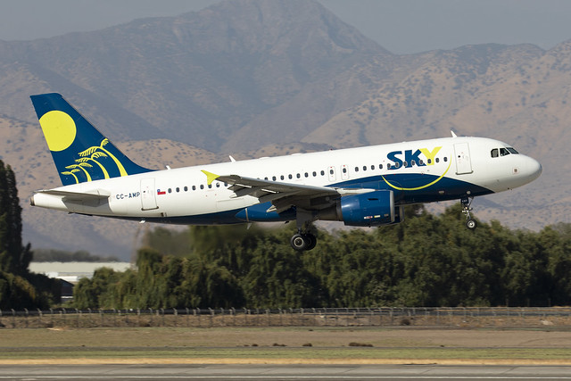 CC-AMP_AirbusA319_SkyAirlines_SCL