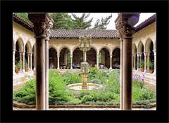 Jardín del Claustro Trie / Trie Cloister Garden