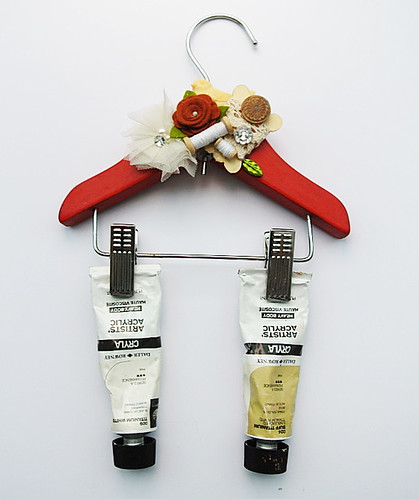 Deocrated-hanger-for-my-paint-tubes
