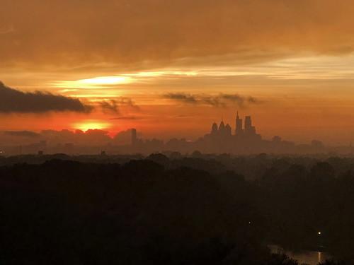 clouds sky doom gloom iphone iphone8plus 8 philadelphia sunset center city pennsylvania