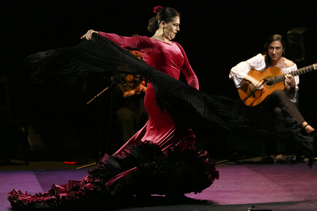 Essential Guide To Flamenco: Dancing, Singing And Playing - Seville