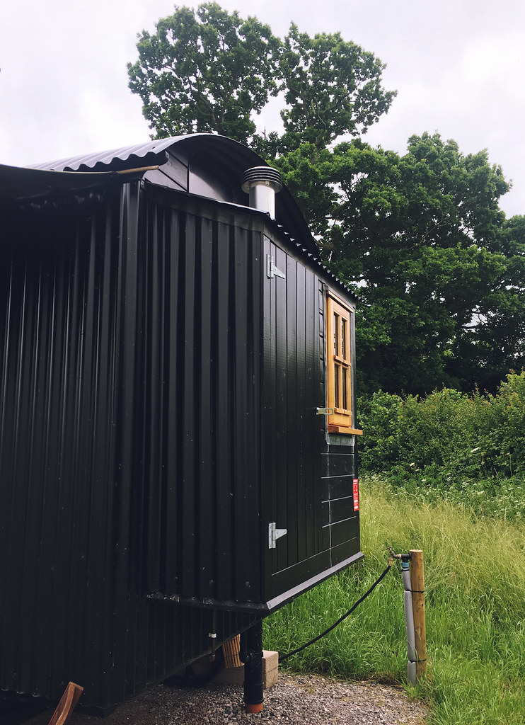 Plankbridge Shepherd's Hut, Colber Farm Happy Hare, canopy and stars, being little bristol travel lifestyle blog blogger lyzi extension bathroom