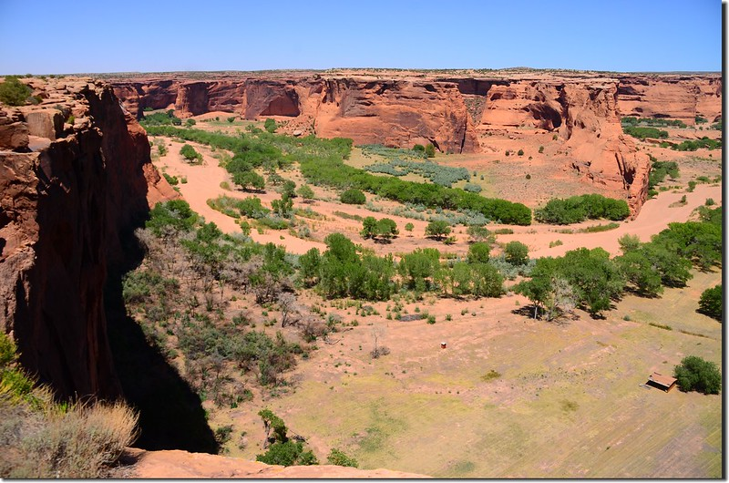 Chinle Wash flowing through Canyon de Chelly, from Tsegi Overlook 2