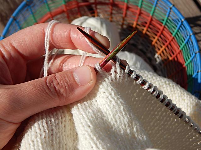 свитер-процесс-рука