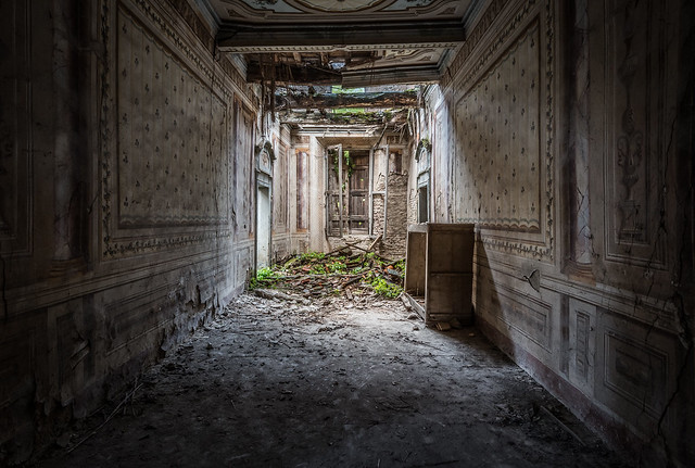 Villa V - Abandoned in Italy