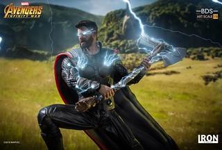 帶著新武器超魄力降臨!! Iron Studios Battle Diorama 系列《復仇者聯盟3:無限之戰》索爾 Thor 1/10 比例決鬥場景雕像作品