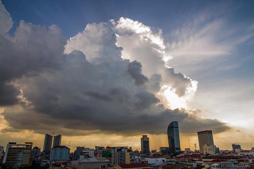 asia cambodia cambodge sunset phnompenh asie soleil sun clouds nuages urbanscape coucherdesoleil
