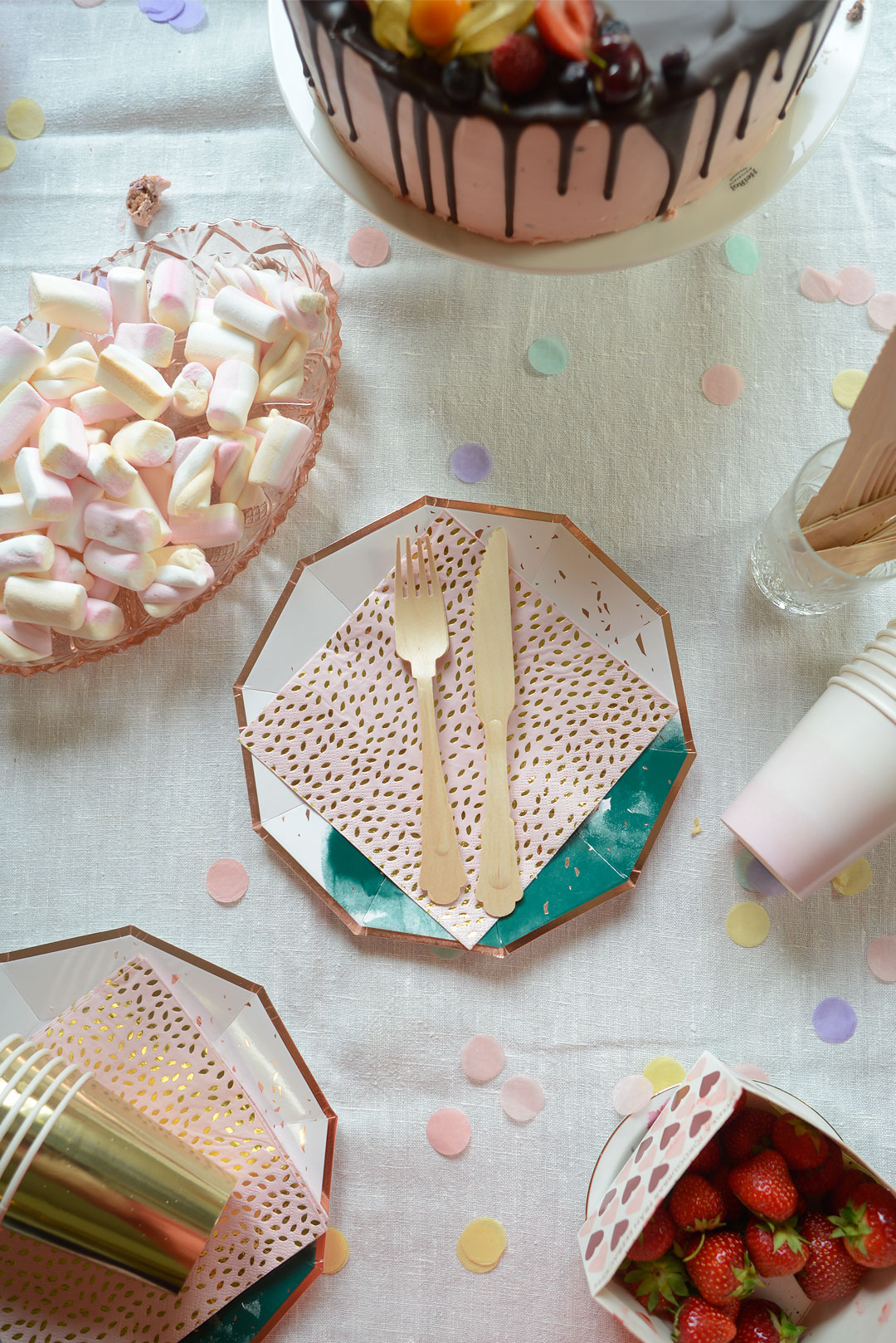 Lovely paper plates, napkins and cups for the party from Somiana.fi