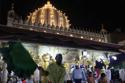 City Landmark - Nizam, the Last of the Pankhawallas, Hazrat Nizamuddin Auliya's Dargah