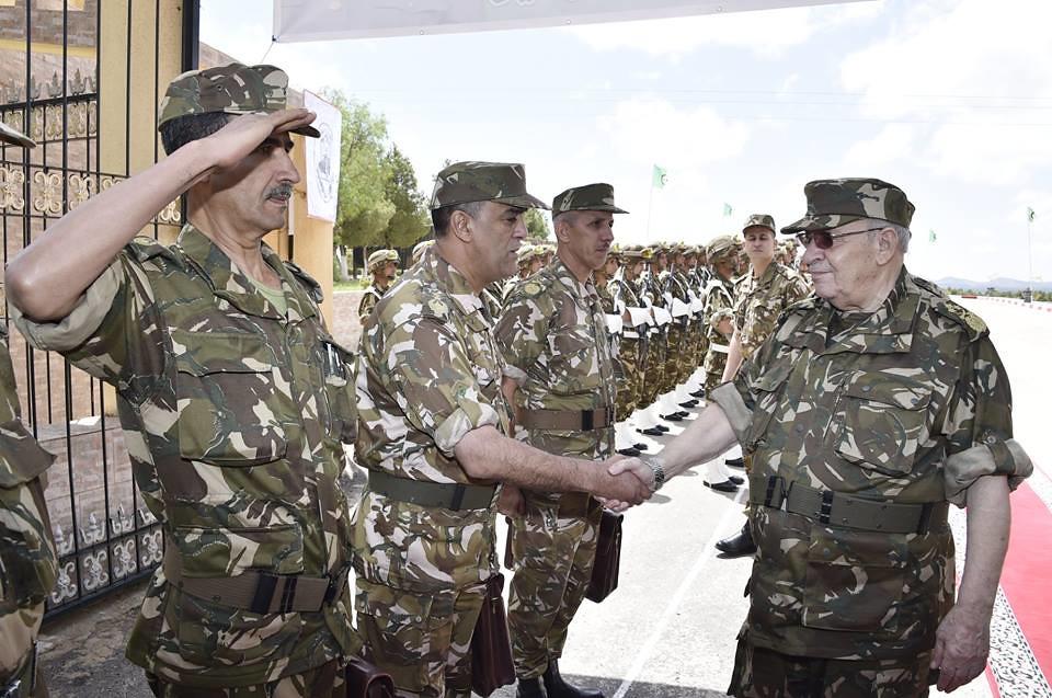 الجزائر : صلاحيات نائب وزير الدفاع الوطني - صفحة 22 40813822160_5ba7997e60_b