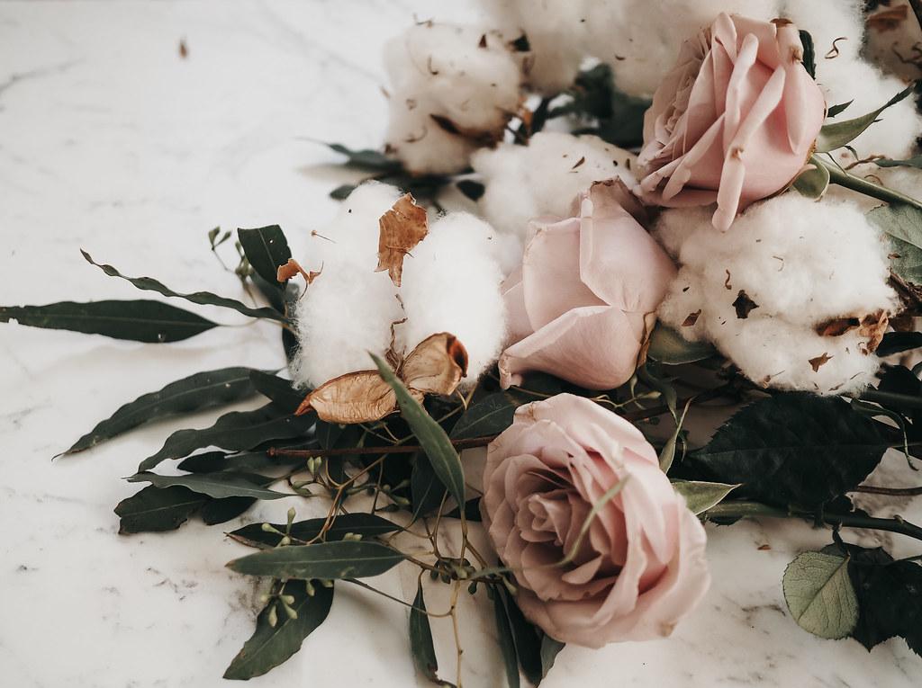 roses-cotton-eucalyptus-bouquet-winter-5