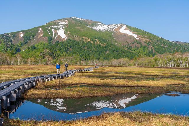 至仏山が池塘に写り込む