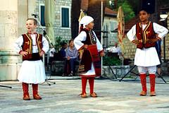 """Дети из македонской фольклорной группы """"Biseri"""""""