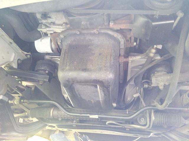 sans la protection moteur: carter d'huile exposé
