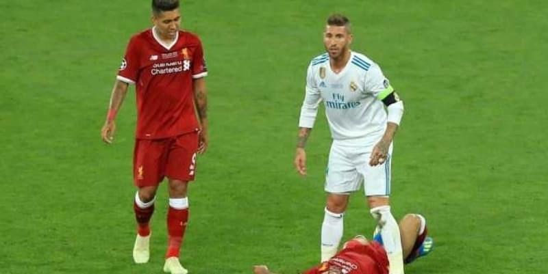 Karena Ikut Dikritik Maka Roberto Firmino Membalas Sergio Ramos Dengan Kata Idiot