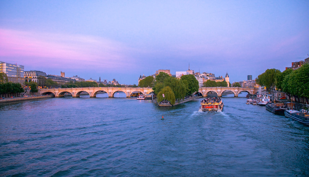Dusk in Paris - Pont Neuf