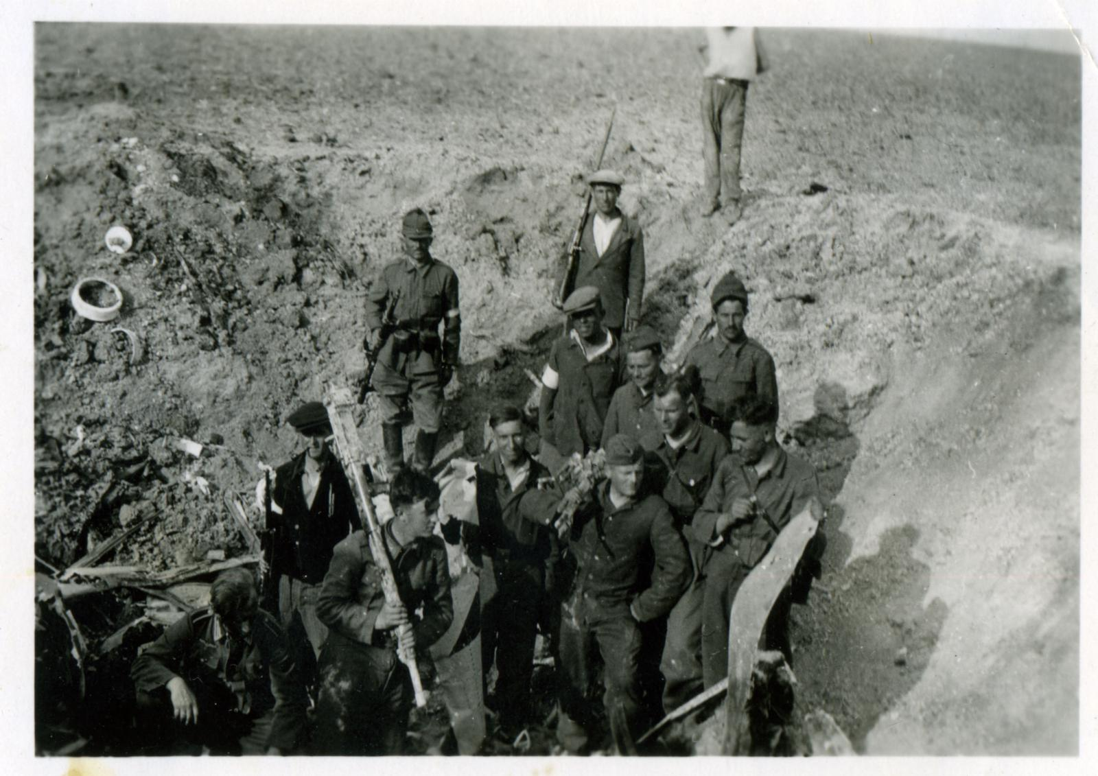 Русская вспомогательная полиция. Село Розенталь. Крым. 1942